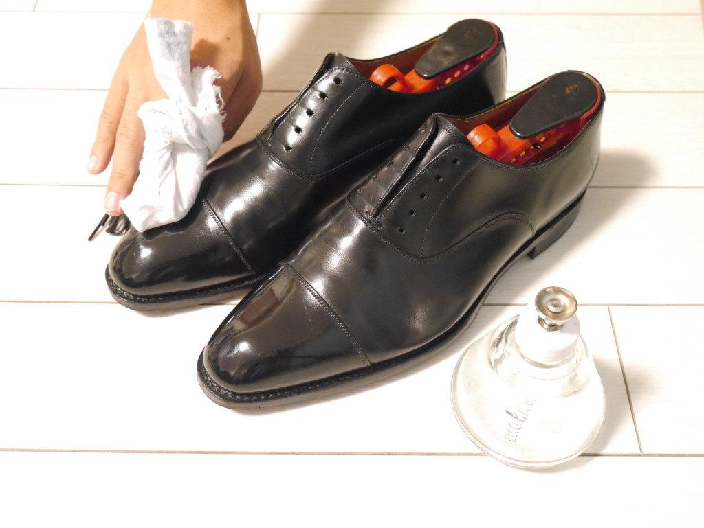 お気に入りの靴と10年歩むための靴磨き【基本の方法】