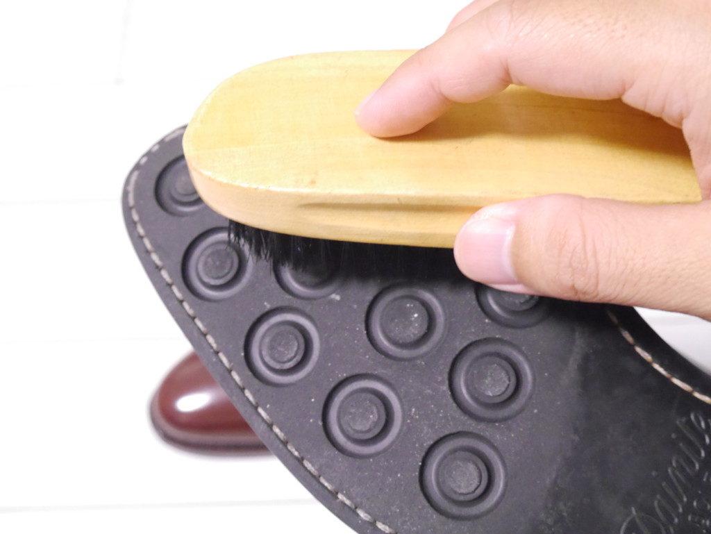 毎日の手入れ 靴底ブラッシング