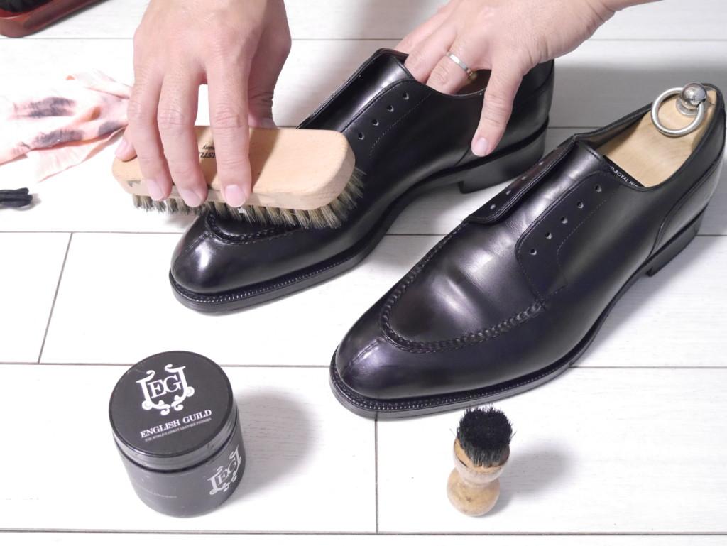 エドワードグリーンドーバー 靴磨き ブラッシング