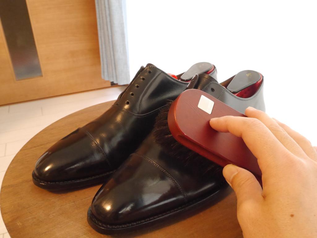 靴磨き 頻度 馬毛ブラシ