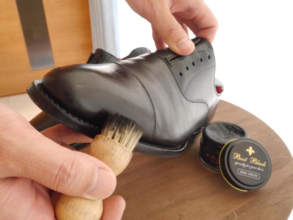 靴磨き 頻度 ペネトレイトブラシ