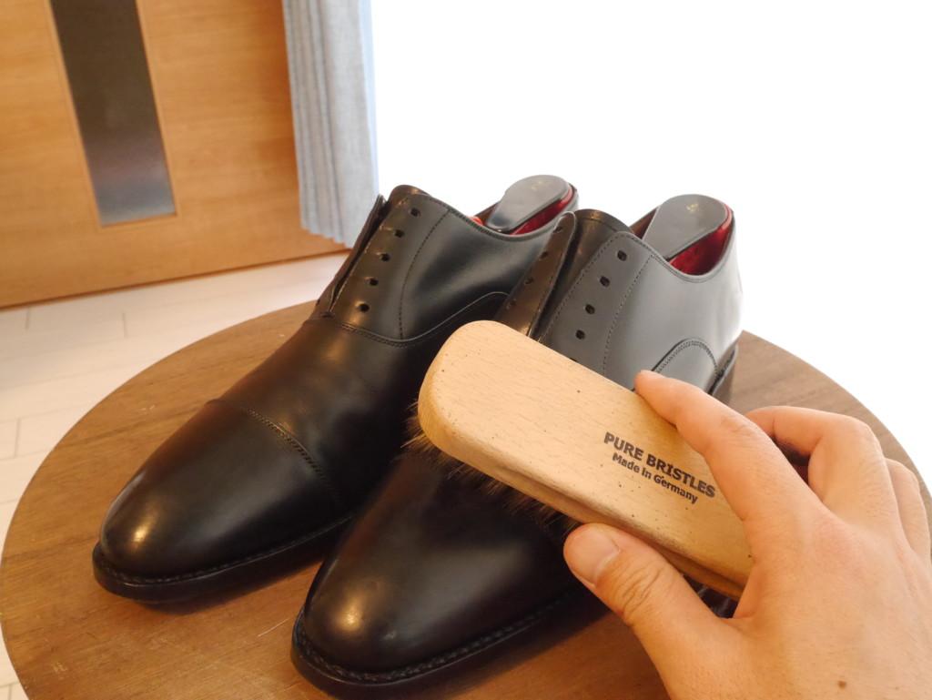 靴磨き 頻度 豚毛ブラシ