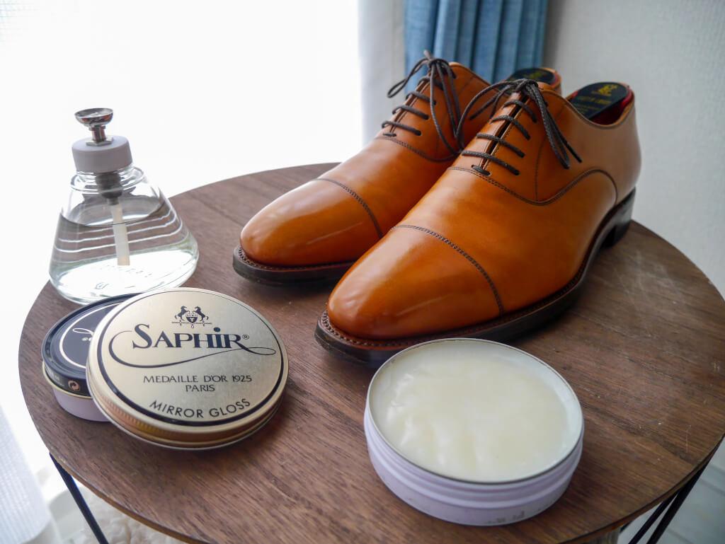 茶色の靴 ミラーグロス